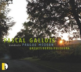 Pascal Gallois dirige l'ensemble Prague Modern dans Berio et Grisey
